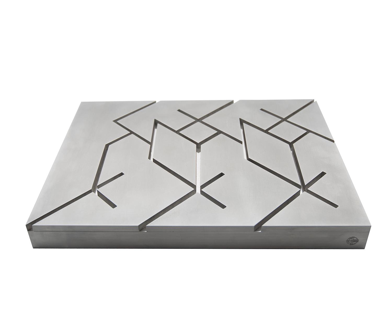 Javier Lledó – El origen de Caph – The origin of Caph. 4 x 42 x 30,5 cm. Aluminio Aluminum. SMALL